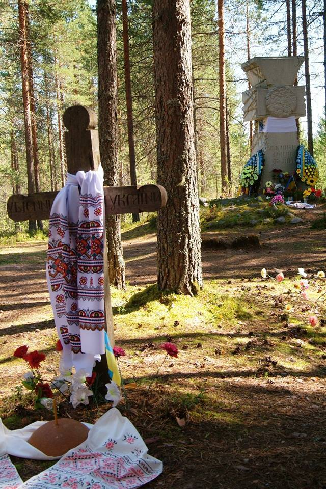 Ukrainian memorial, Sandarmokh.jpg