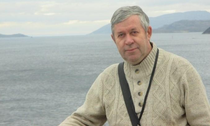 Sergei Koltyrin (sea background)