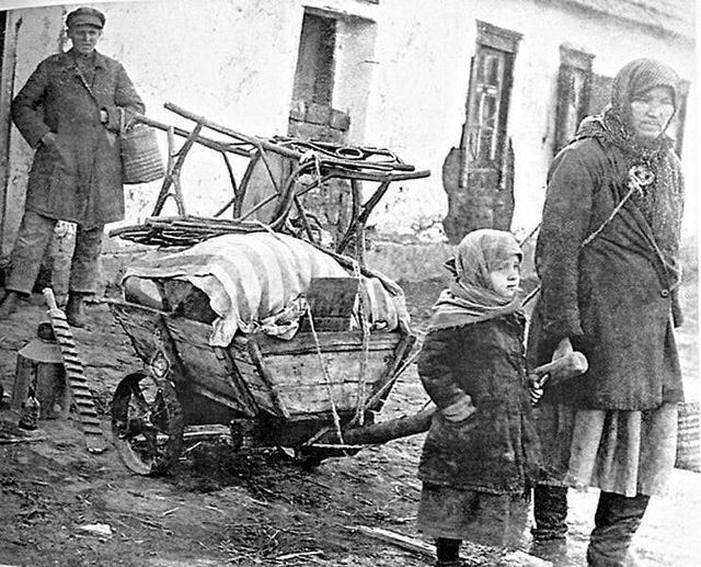 This image has an empty alt attribute; its file name is dekulakization-donetsk-region-early-1930s.jpg